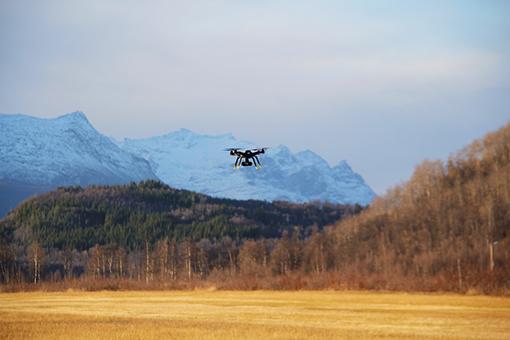 00667_droneflyving_elvenes_drone.jpg
