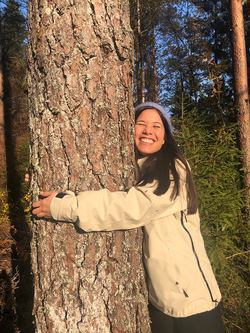 Miljø- og samferdselsbyråd Lan Marie Berg liker trærne, skogen og naturen i sin opprinnelige tilstand. Foto: Oslo MDG.