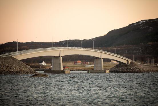 Øyriket i Harstad. Her er brua over til Sandsøy. Foto: Øivind Arvola