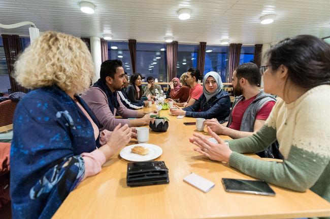 Kaffetreff på voksenopplæringa. Foto: Øivind Arvola