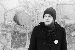 Per Flatberg som mange husker ham, som informasjonsleder i Folkeaksjonen mot utbygging av Alta-Kautokeinovassdraget. Foto: Privat.
