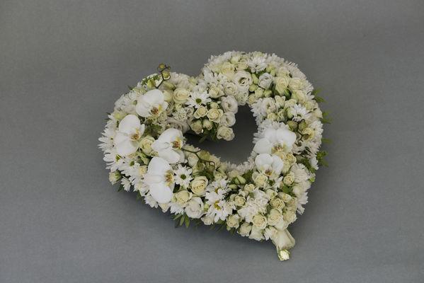 170710_blomst_blomster_begravelse_hjerte_hjerter