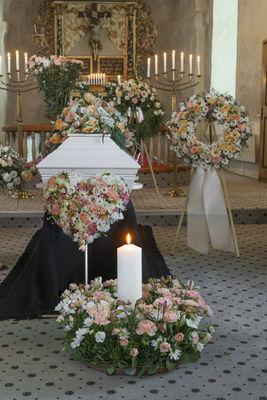 Img3273 annemariesblomster, begravelse, krans,husnes