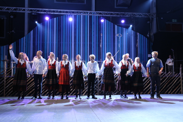 Skjåk Spel-og Dansarlag junior - Lagdans jr - Foto Runhild Heggem.jpeg