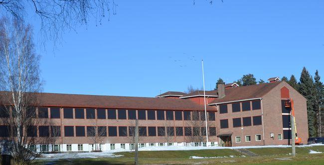 På bildet vises Nordre Modum ungdomsskole sett utenfra.
