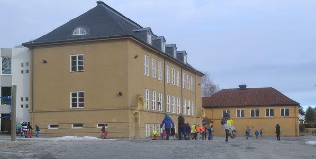 På bildet vises Stalsberg skole sett utenfra.