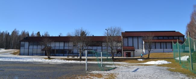 På bildet vises Vikersund skole sett utenfra.