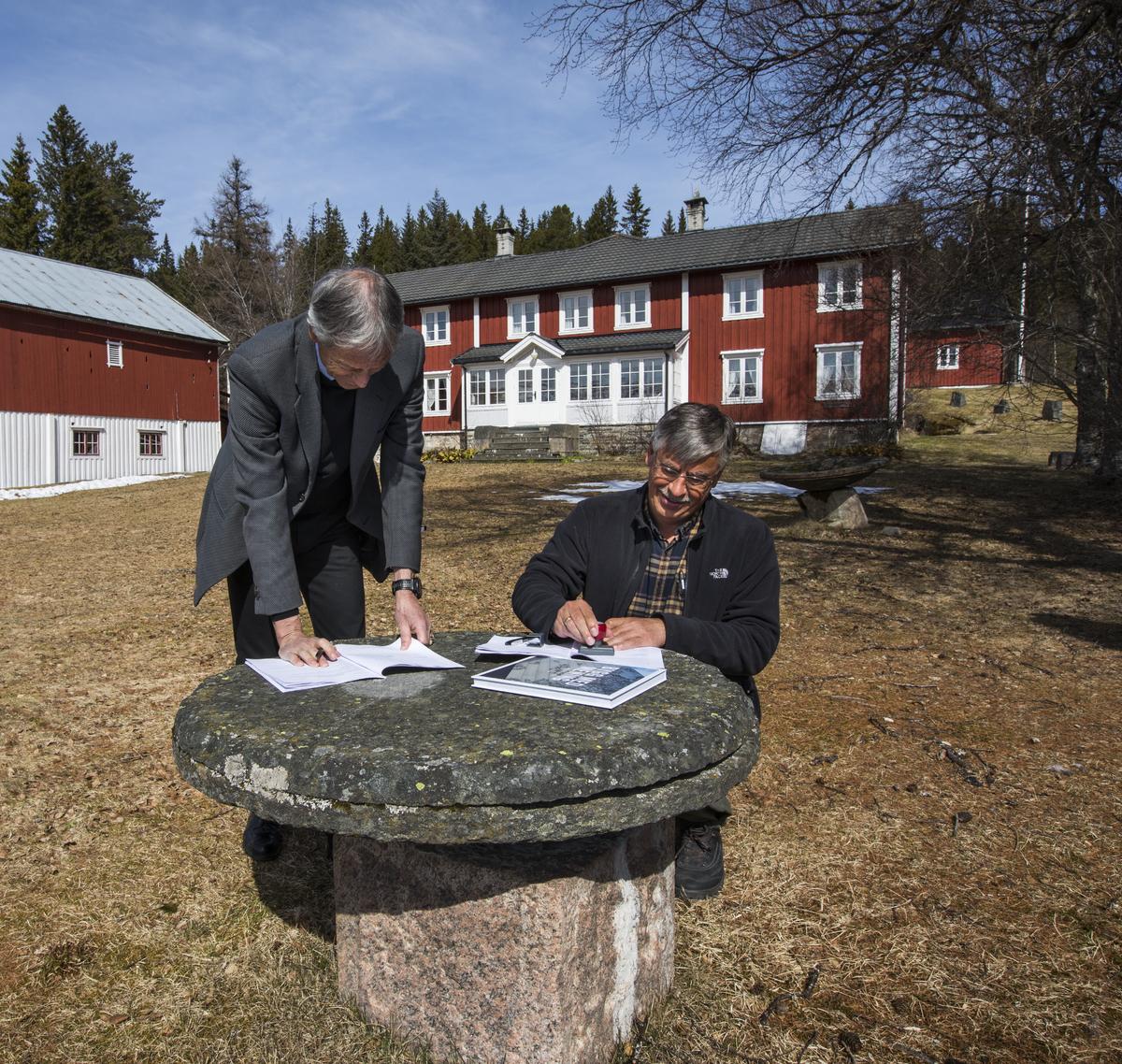 Leiekontrakt, underskrivning[1]. Statsbygg og Orkdal kommune Foto_1200x1138.jpg