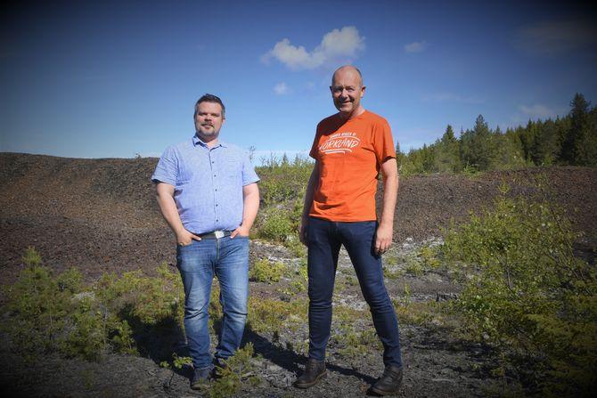 Are Hilstad og Olav Dombu ønsker alle velkommen til slagghaugene på Nyplassen