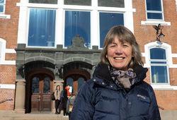 Gunnhild Riise er professor ved NMBU, og drar ofte på tur til Østmarka for å hente vannprøver. Foto: Bjarne Røsjø.