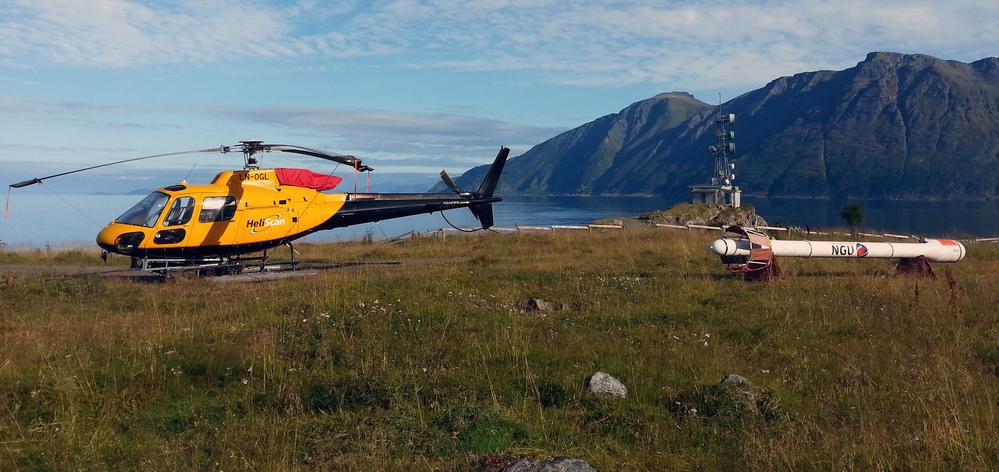 Målelaget består av en pilot fra helikopterfirmaet Heliscan AS og en operatør fra NGU. Det blir ikke foretatt målinger i dårlig vær, som tåke, regn, snø og sterk vind, og heller ikke dersom solaktivitet gir forstyrrelser i magnetfeltet.