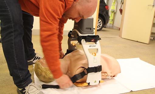 hjertekompresjonsmaskin_forsteIboks_INGRESS2.jpg