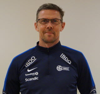 Jan-Roar Saltvik, daglig leder i Trøndelag fotballkrets, mener idretten opplever et tilfang av netthets som ikke er idretten verdig. Han ber foreldre komme mer på banen som gode forbilder.