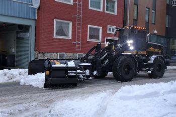 Brøytes i gata - foto av Eirik