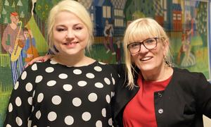 Foto: Biblioteksjef Line Merethe Rubach (t.v) og ordfører Kari-Anne Opsal inviterer til ordførerens innbyggertime på Harstad bibliotek.