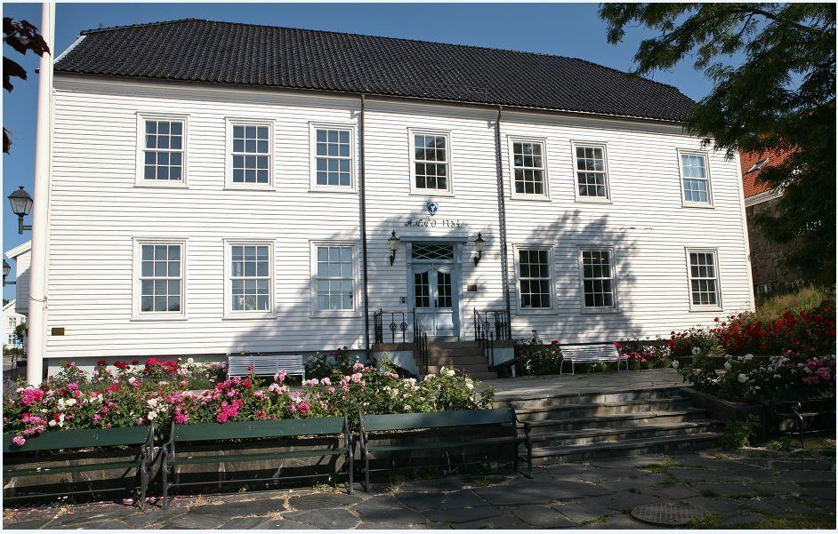 Rådhuset front sommer