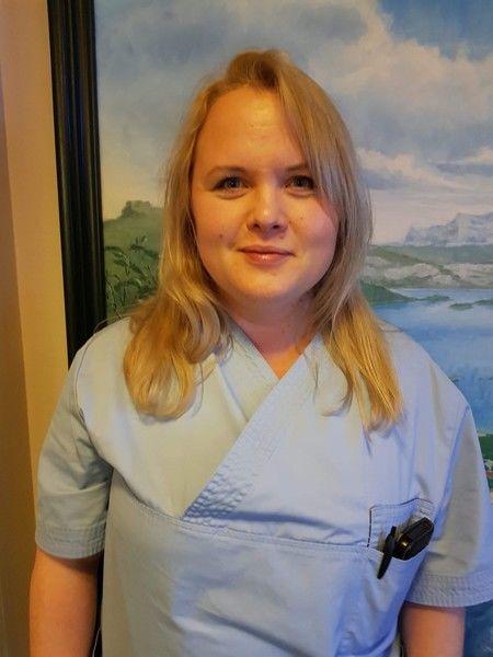 Foto av Maija Hansen som har bestått fagprøve som helsefagarbeider