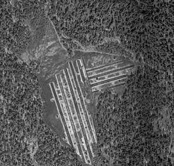 Ødegårdsmåsan i 1937. Her ser man tydelige spor etter torvuttaket, deriblant takene på de mange tørkeskurene.