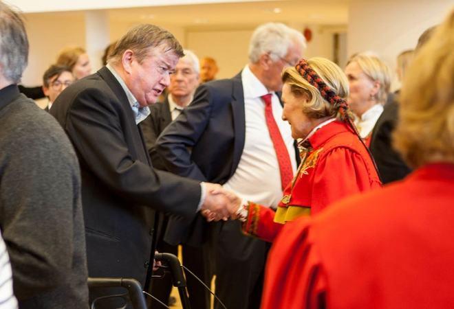 Sigurd Stenersen møtte dronning Sonja i 2014 under åpningen av Festspillene i Nord-Norges utstilling. Foto: Øivind Arvola