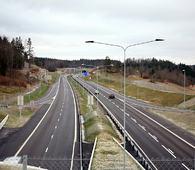 «Alternativ 2» i SVVs utredning er en firefelts motorvei gjennom Østmarka – som denne gjennom Vestfold.