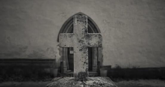 Ved kirkelige handlinger skal antall kirkegjengere begrenses til maksimalt 20 personer. Foto: Øivind Arvola