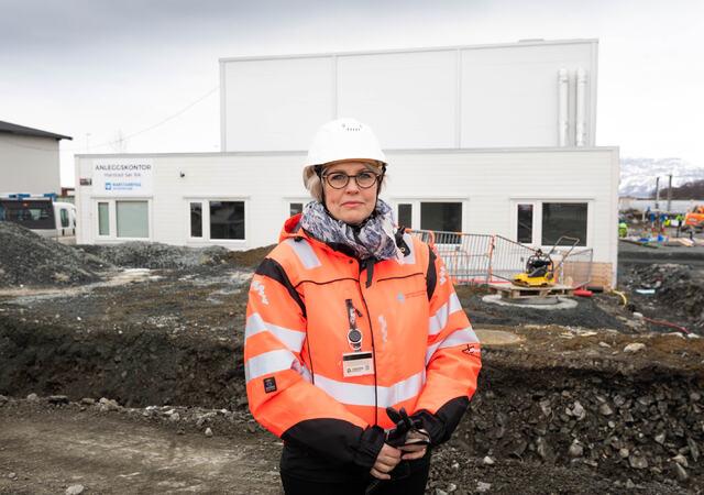 Renseanlegg for sør-siden etableres på Stangnes. Avdelingsleder VA, Elin Nikolaisen, i Harstad kommune.  Foto: Øivind Arvola