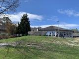 skuleplassen og skulebygg