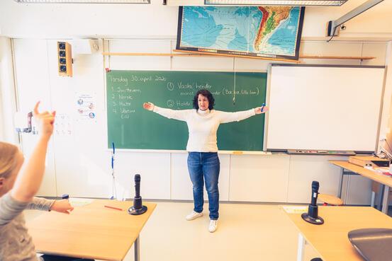 Kanebogen skole, lærer Lise Torheim med sin andreklasse. Foto: Øivind Arvola