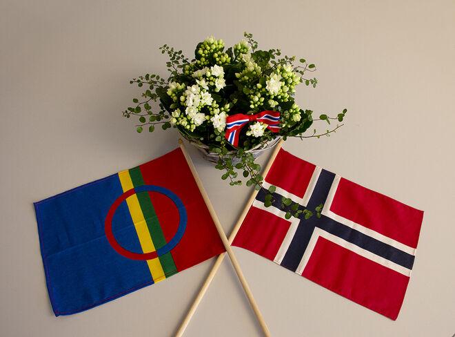Flagg og blomter