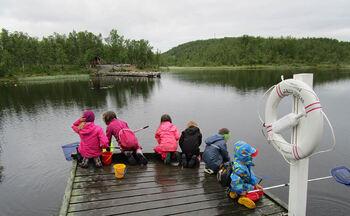 Sommerklubb fiske fra brygga