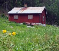 Våningshuset på Enga er bygd i perioden 1870-1900 og har en form som er typisk for husmannsplasser, ifølge Byantikvaren. Foto: Bjarne Røsjø, ØV.