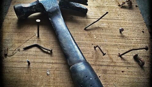 Hammer og spiker