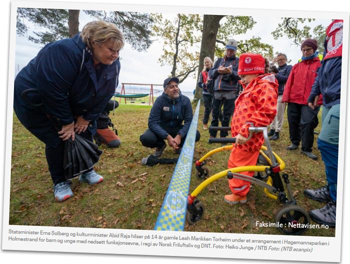 Skjermbilde av Statsministeren og kulturministeren som møter en jente med funksjonsnedsettelser
