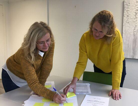 Prosjektlederne Hege Signete Fredheim-Kildal ved UNN og Tone Skoglund fra Harstad kommune skal finne ut hvor samhandlingen mellom UNN og kommunen knirker, slik at pasientene får en bedre opplevelse.