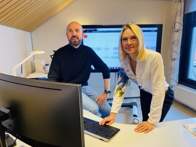 Digitaliseringsleder Monica Larssen i Harstad kommune og enhetsleder Thomas Schjelderup. Foto: Øivind Arvola