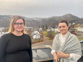 Ordfører Aina Nilsen (t.v) og fungerend eordfører Lena Arntzen (t.h).