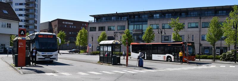 buss på busshaldeplass