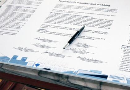 Oslo KFU og flere parter signerte avtalen.