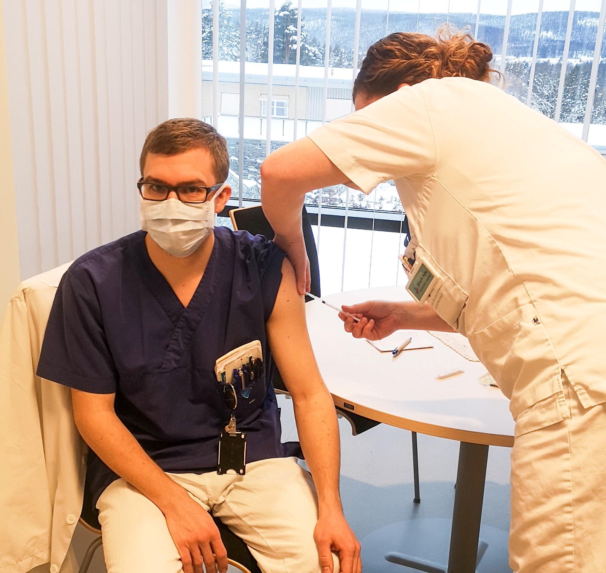 vaksine helsepersonell bredde.jpg