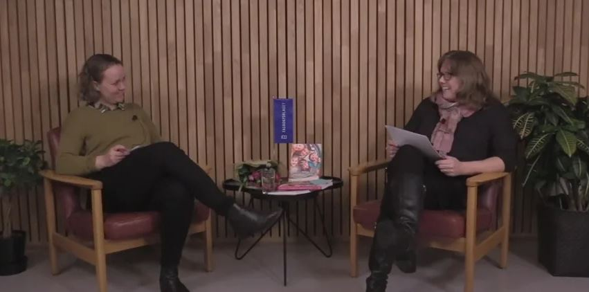 Forfatter Ellen Berg i samtale med Therese Wilhelmsen. Foto