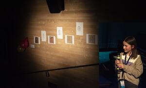 Elise Stensland Olsen med sine tegninger.