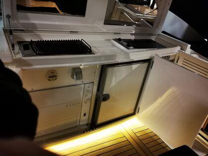 KJØKKEN: Velutstyrt kjøkken ombord.