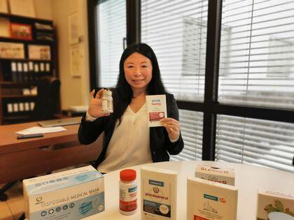 Noen av kosttilskuddene som Zhongying Kristoffersen får produsert, både for markedet hjemme i Norge og i Kina.