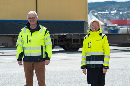EN MILEPÆL – Dette kan trygt sies å være en milepæl for Drammen havn, sier havnedirektør Einar Olsen etter at Norgips og administrerende direktør Hilde Kristin Herud nå benytter havna både til shortsea-frakt av råvarer og til frakt av ferdige produkt med jernbane.
