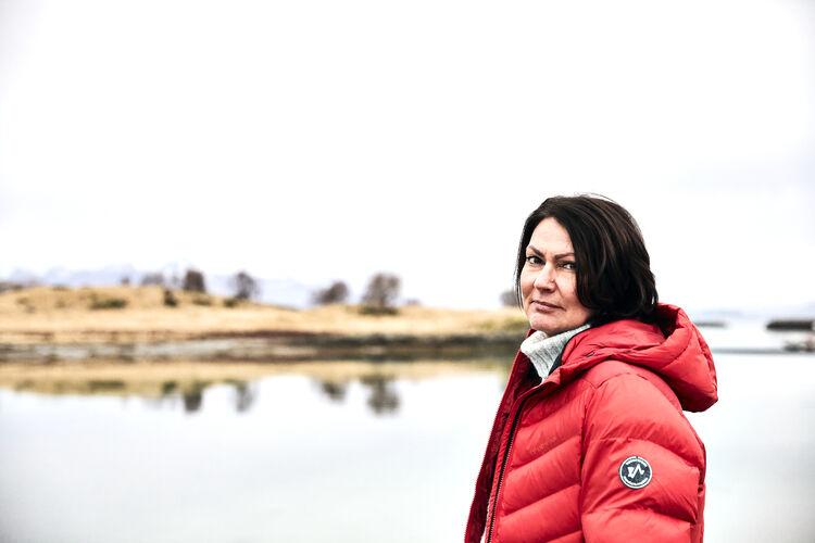 FORFATTER: Nå kan Marianne Nymo fra Solbergelva kalle seg forfatter. Boka «Gryende hvitt» handler om et mor- og datterforhold der moren har fått demens.