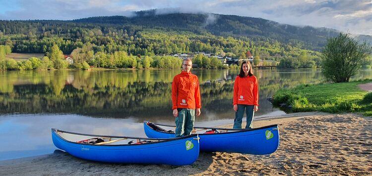 GUIDER: Andreea Anghelea og Erling Husby gleder seg til å ta med folk ut på elva i kano i sommer.