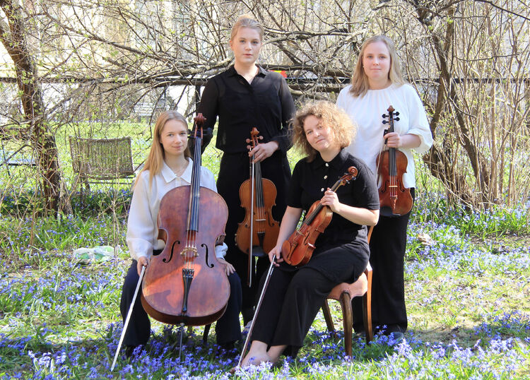 EKKO-quartet skal holde konsert i Fjell kirke torsdag 10. juni kl. 19. Kvartetten består av Emilie Norum Gudim (fiolin), Lone Meinich (fiolin), Inger Thommesen (bratsj) og Mirjam Kammler (cello).
