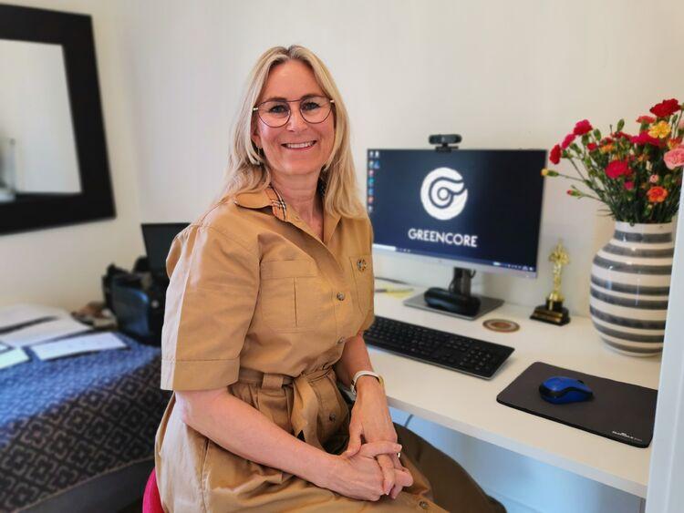 JOBBER HJEMME: Som de fleste nå har Ida Sofie Ask Bjaarstad hjemmekontor. Herfra jobber hun nå med å selge seg inn som miljøfyrtårnkonsulent.