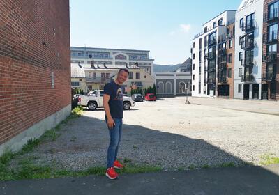 DRØMMEDAG: Morten Thomsen i KanonCon står bak utendrøsmarkedet for nerder som skal holdes i krysset Sundgata og Nedre Storgate 19. juni.
