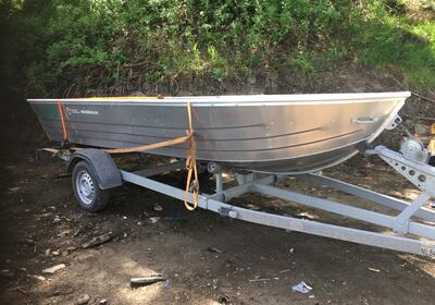 GRATIS BÅT: Denne båten skal heretter ligge på Garsjø ved Eiksetra, og den er gratis å låne om man er medlem i NJJF. FOTO: Privat